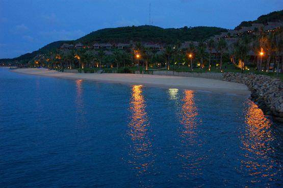 Bãi biển tại khu du lịch Hà Tiên