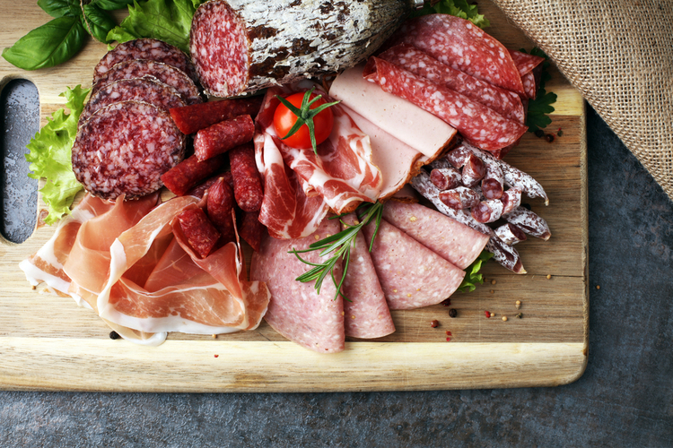 Thực phẩm gây ung thư như thịt hun/xông khói